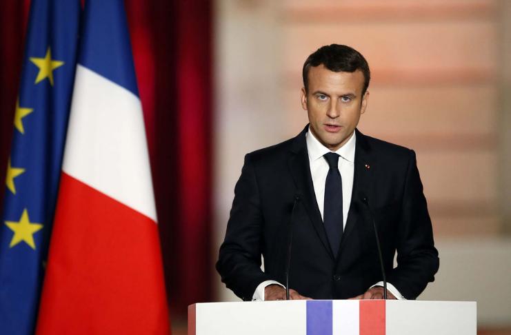 Emmanuel Macron frança entra em quarentena