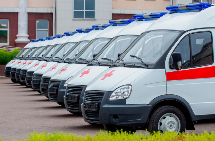 ambulâncias da russia paradas estacionadas