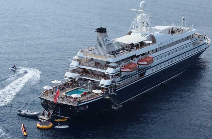 Primeiro navio de cruzeiro a retomar a navegação no Caribe teve surto de COVID-19