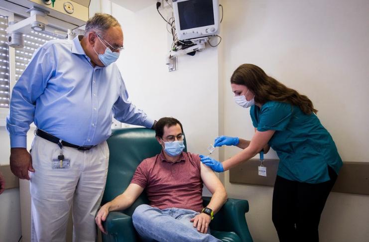 Israel inicia testes em humanos para a vacina COVID-19