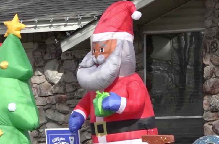 Homem recebe carta racista sobre decoração de Papai Noel negro