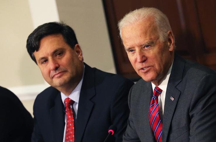 Biden contrata o conselheiro Ron Klain como chefe de gabinete da Casa Branca