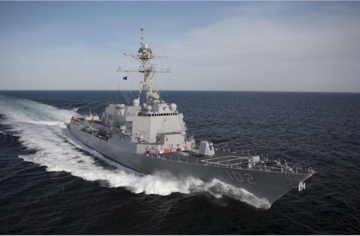 China segue navio de guerra dos EUA enquanto ele navega pelo Estreito de Taiwan