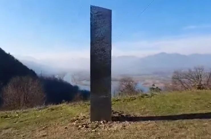 Outro monólito misterioso aparece na Romênia