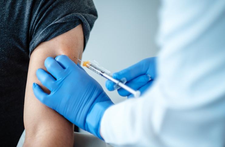 EUA esperam vacinar 20 milhões este ano, 100 milhões até o final de fevereiro