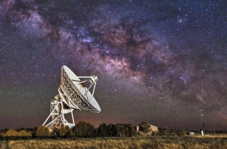 Cientistas caçadores de alienígenas investigam o misterioso 'sinal' de rádio da estrela