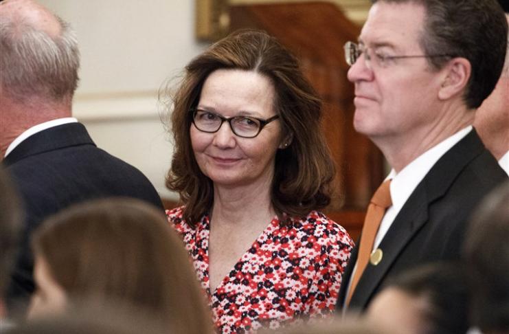 Relatórios falsos afirmam que uma diretora da CIA Gina Haspel está morta