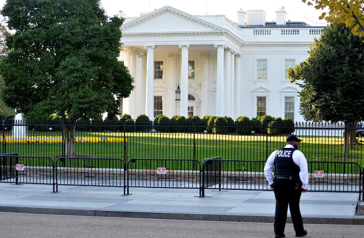 A Casa Branca supostamente gastou US $ 44.000 na limpeza de carpetes antes da inauguração