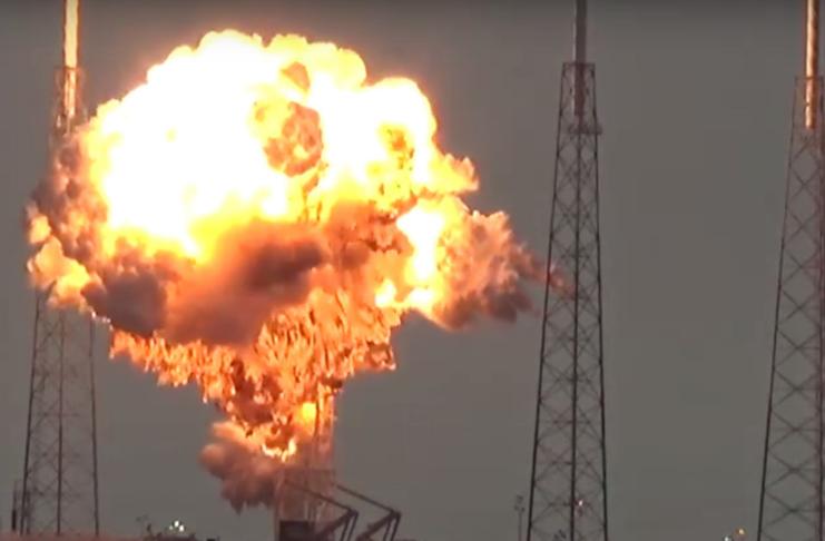 A nave não tripulada SpaceX explode no final do voo de teste malsucedido