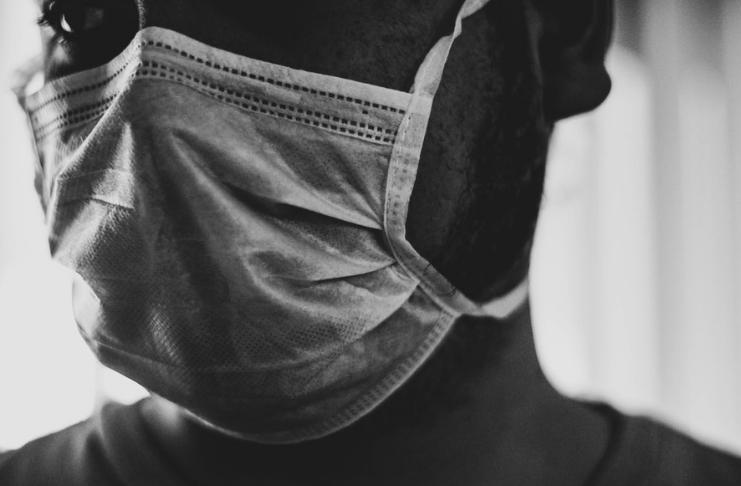 Usar uma máscara usada pode ser pior do que não usar máscara em meio ao COVID-19