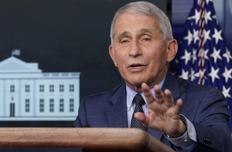 Fauci diz que os EUA podem alcançar 'imunidade de rebanho' no segundo trimestre de 2021
