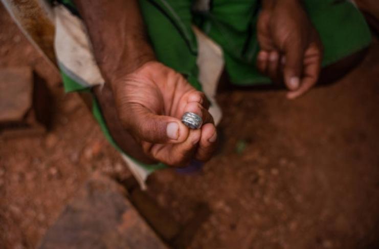 'Isto é Deus': ouro misterioso, joias caem na praia venezuelana