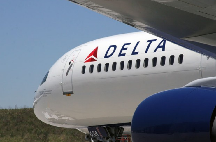 Companhia aérea Delta baniu 700 clientes por se recusarem a usar máscaras em meio a COVID-19