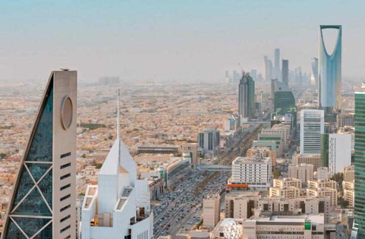 A Arábia Saudita diz que interceptou 'alvo hostil' sobre Riade