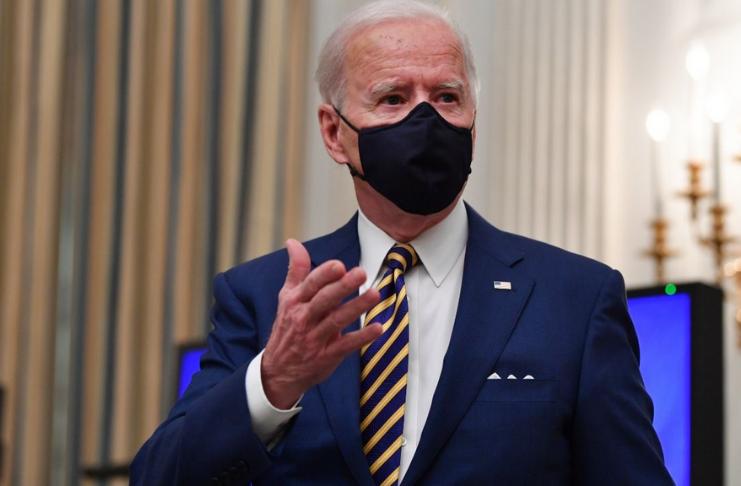 Biden revoga proibição de Trump a membros militares transgêneros