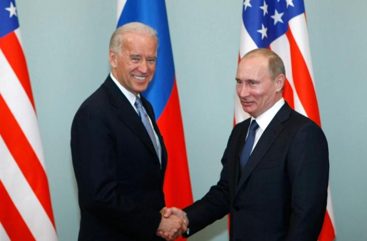 Biden ligou para Putin para discutir suas 'ações malignas'