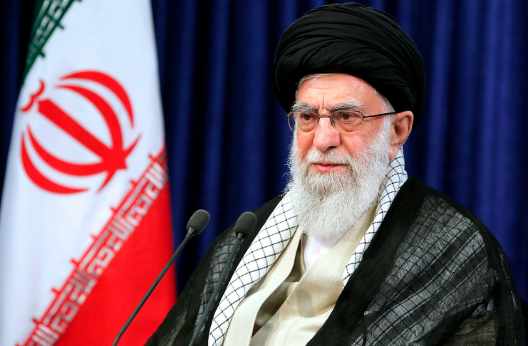 Ayatollah Khamenei proíbe a importação de vacinas COVID feitas nos EUA e no Reino Unido para o Irã