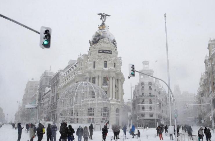 Madri corre para escapar de uma tempestade de neve recorde à medida que as temperaturas despencam