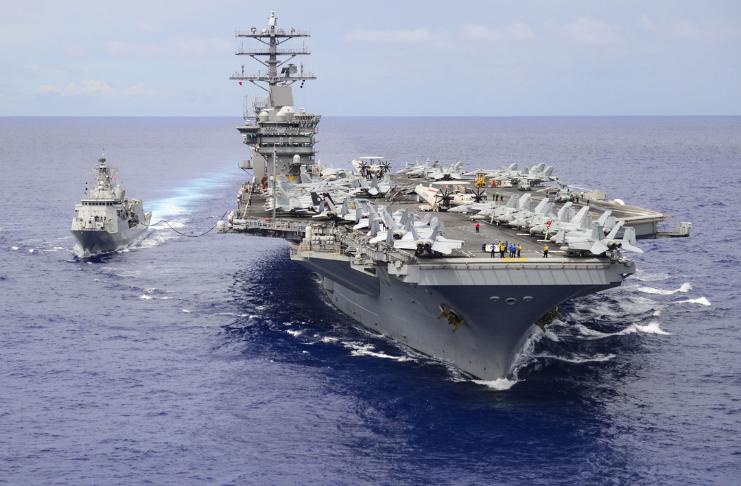 Trump disse ao chefe do Pentágono para manter o USS Nimitz no Golfo Pérsico em meio a ameaças