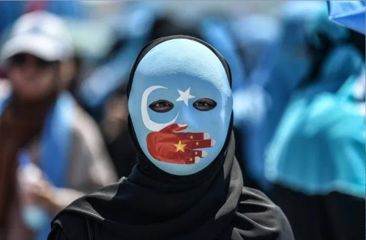 Os EUA proíbem todos os produtos de algodão e tomate feitos por uigures na China
