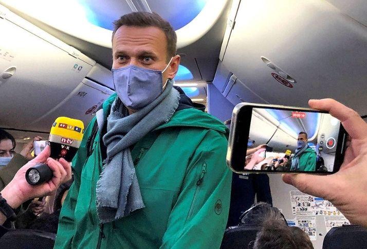 Polícia russa intensifica a pressão sobre líder da oposição Alexei Navalny e seus apoiadores