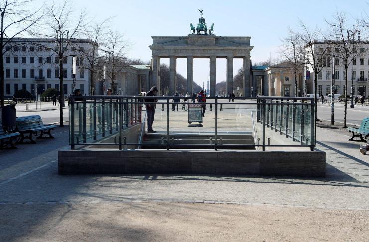 Quebra-quarentena alemães serão mantidos em centros de detenção
