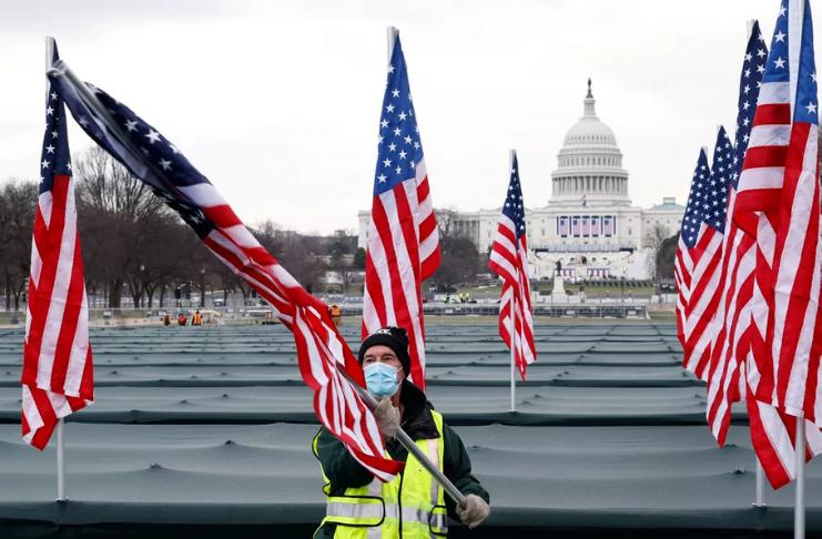 Os EUA registram mais de 400.000 mortes por COVID-19