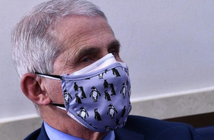 Fauci: Usar duas máscaras é melhor do que uma