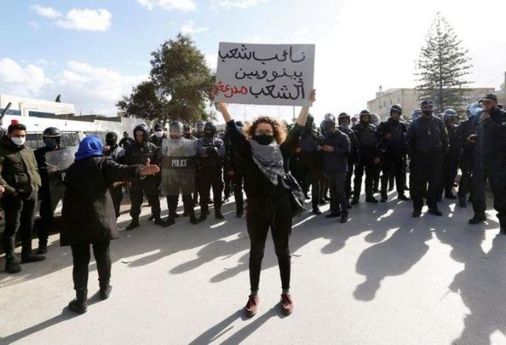 Protestos e reivindicações tomam as ruas da Tunísia depois da Revolução de Jasmim