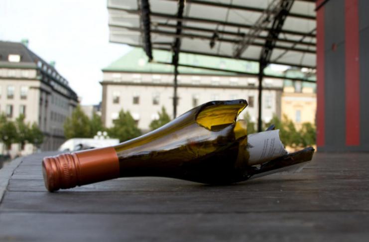Bandidos franceses roubam US $ 430 mil em vinho e jogam garrafas de Borgonha nos policiais