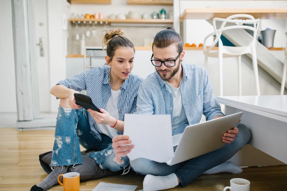 Saiba como organizar suas finanças como casal e não brigar por isso