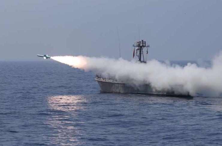 Irã testa mísseis balísticos e drones em exercício militar