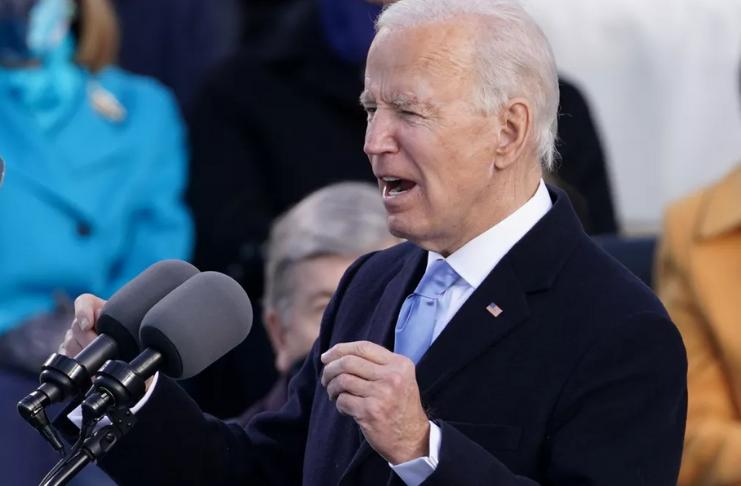 Biden duvida que o Senado vá condenar Trump, mas diz que o julgamento 'tem que acontecer'