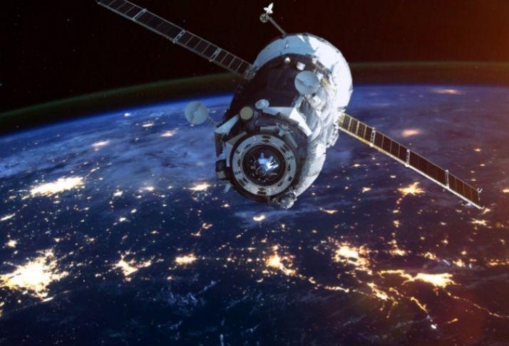 Amazon e Space X: Musk e Bezos competem por satélite e posição no mercado