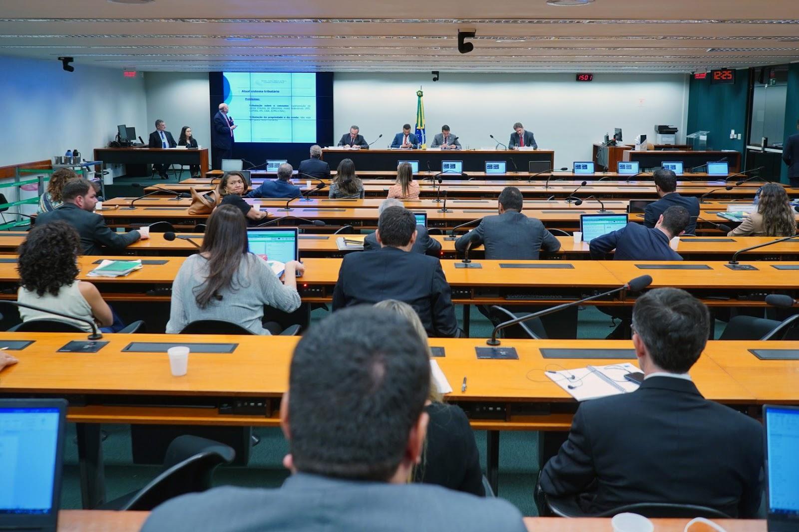 Bolsonaro afirma que fará reforma tributária ainda este ano