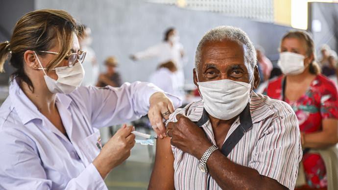 Mundo ultrapassa 80 milhões de imunizados e Brasil ocupa o 12º na corrida à vacinação