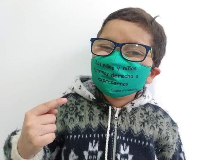 Garoto de 11 anos é ameaçado de morte na Colômbia por pedir melhor acesso à educação