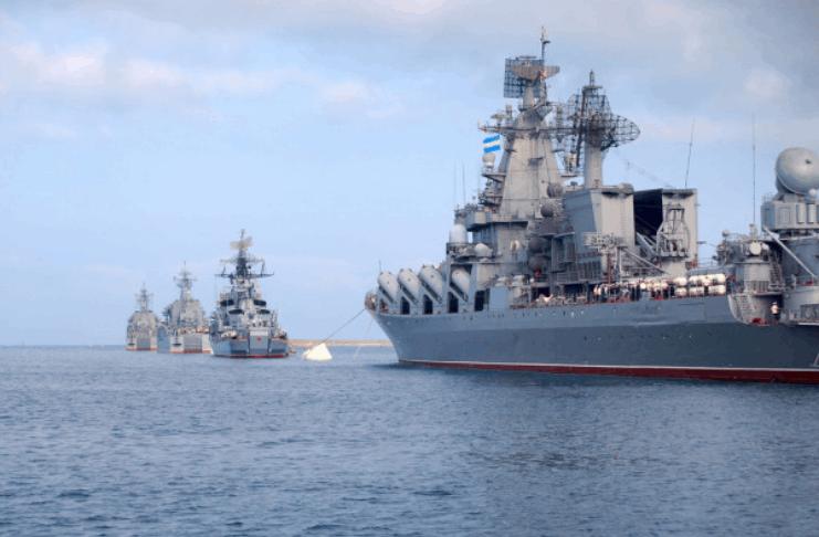 Marinheiro negro encontra laço em sua cama a bordo de um navio de guerra da Marinha