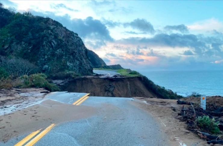 Grande parte da histórica Rodovia 1 da Califórnia desaba após a tempestade