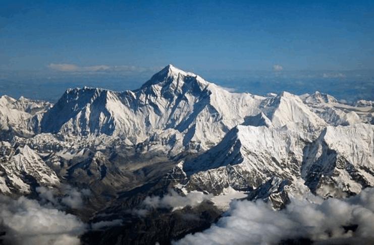 Nepal proíbe dois escaladores por fingir subida ao cume do Monte Everest
