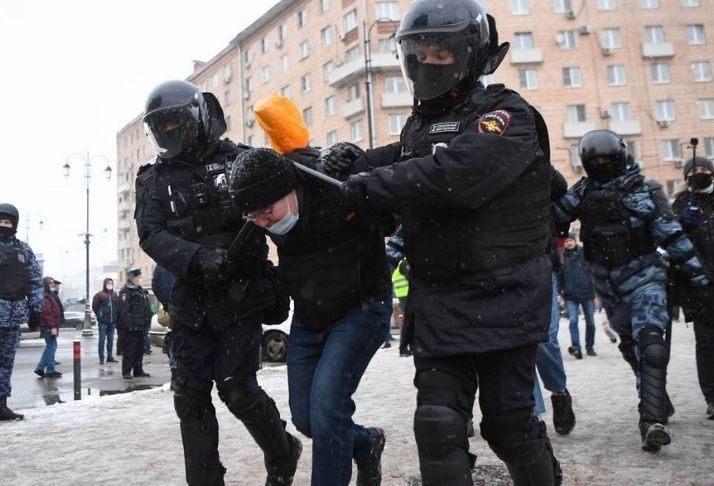 Justiça russa pede prisão a longo prazo para Alexei Navalny, líderes políticos reprovam
