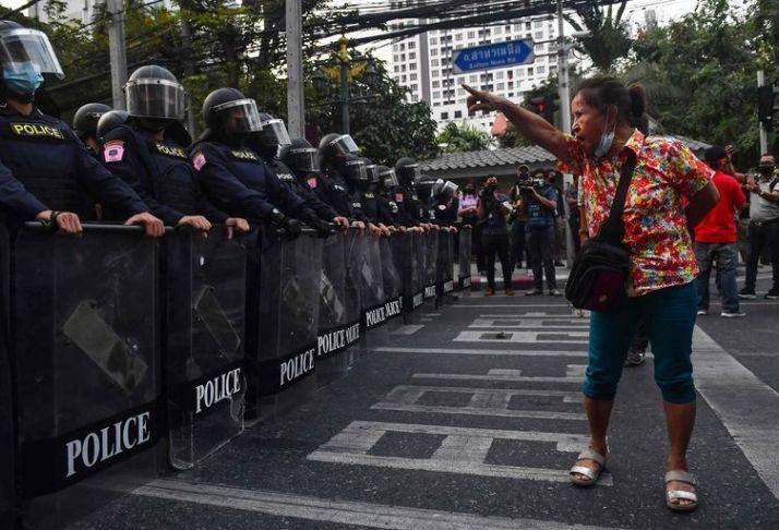 Mianmar: acesso ao Facebook bloqueado, apelos para resistir se espalham