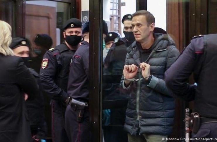"""Caso Navalny: Emmanuel Macron pede a """"libertação imediata"""" do líder da oposição"""
