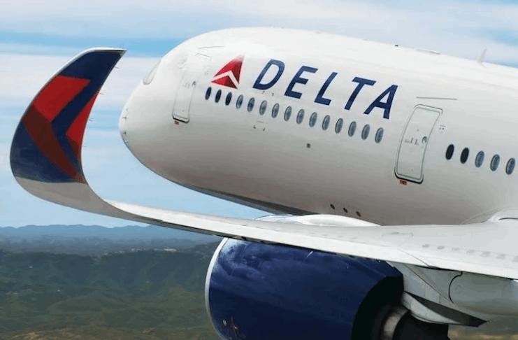 O passageiro da Delta supostamente tentou abrir a porta da cabine no meio do voo