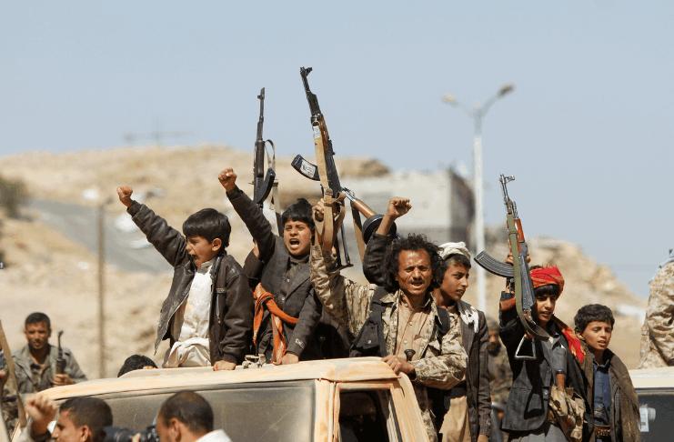 Houthis do Iêmen, que Biden removeu da lista de terroristas, bombardearam um avião civil