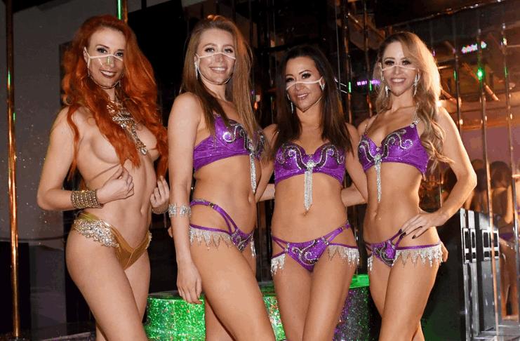Vida de Larry Flynt será celebrada por dançarinas de pole dance em seu clube de strip