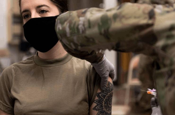 Um terço dos militares dos EUA estão recusando as vacinações COVID-19