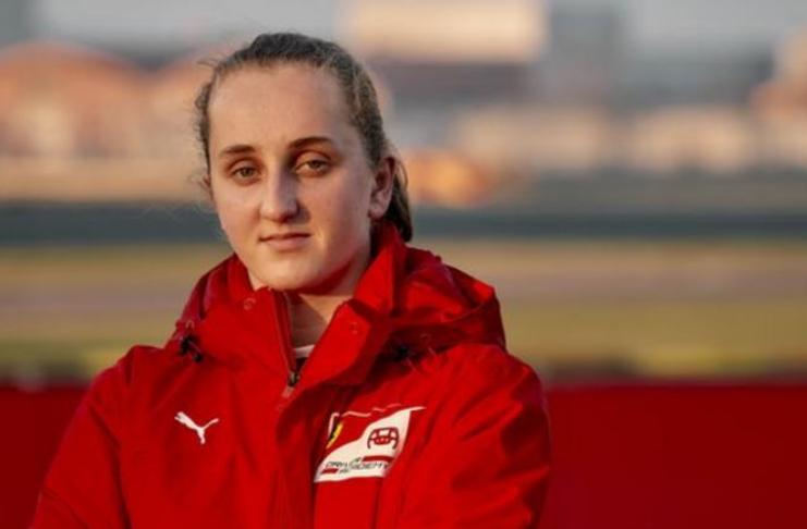 Ferrari: Maya Weug se torna a primeira motorista da equipe da Academia