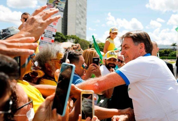 Novas manifestações contra Bolsonaro aumentam tensão no país em meio à crise