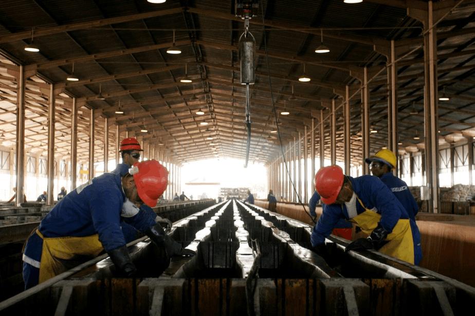 PMI brasileiro cai pela primeira vez desde julho